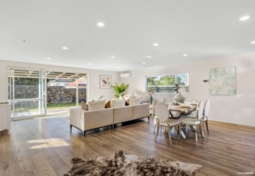 Onehunga, Brick + Weatherboard Freehold in Sought After Location, Property ID: 810415 | Barfoot & Thompson
