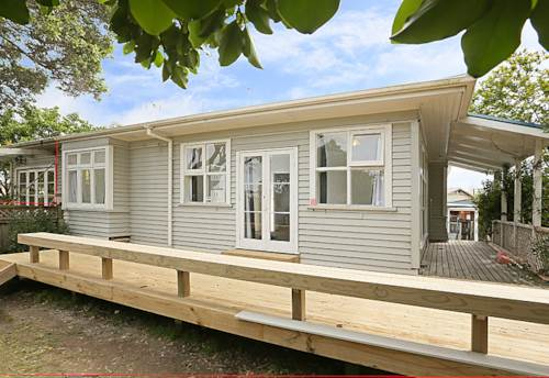 Glen Eden, CUTE COTTAGE OPPOSITE PARRS PARK , Property ID: 16000798 | Barfoot & Thompson