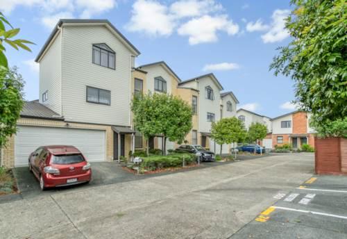Te Atatu South, TRANQUIL TOWNHOUSE TE ATATU SOUTH, Property ID: 66000900 | Barfoot & Thompson