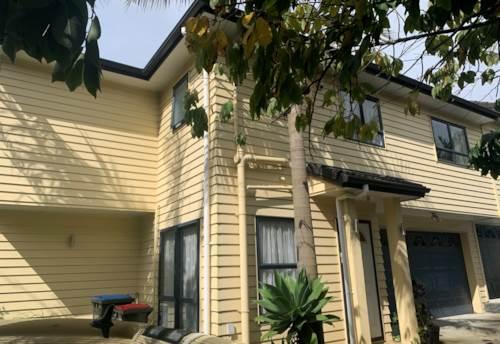 Mt Albert, Handy Location - Large Townhouse, Property ID: 16002256 | Barfoot & Thompson