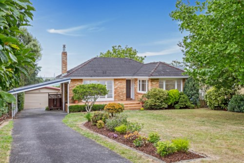 Pakuranga, WHAT A FIND!, Property ID: 17001361 | Barfoot & Thompson