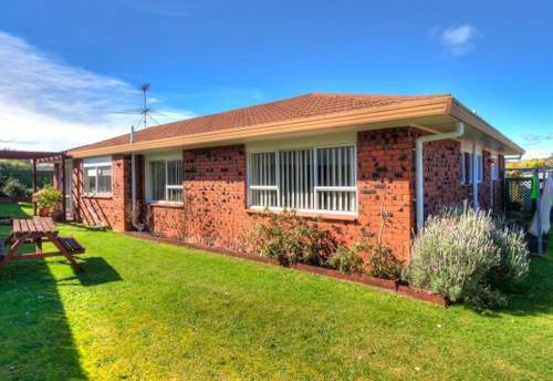 Botany Downs, Lovely 3 bedroom home, Property ID: 17001526 | Barfoot & Thompson