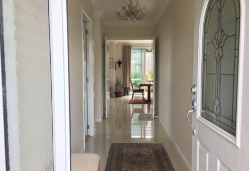 Pakuranga, CUL DE SAC LIVING, Property ID: 17002099   Barfoot & Thompson