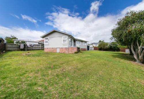 Bucklands Beach, Walk to the schools , Property ID: 17002132 | Barfoot & Thompson