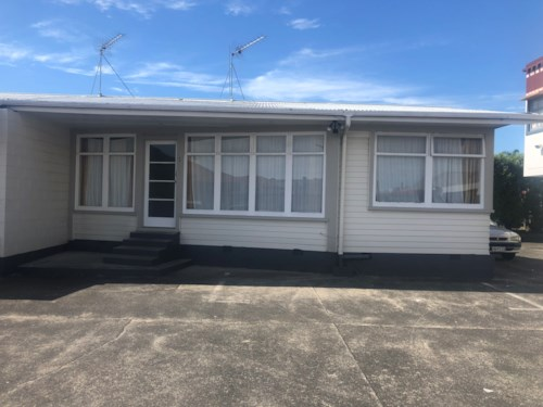 Papatoetoe, Excellent location , Property ID: 17002316 | Barfoot & Thompson