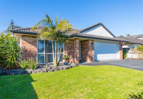 East Tamaki, Four bedroom home with walking distance to Botany Town Centre, Property ID: 17002430 | Barfoot & Thompson