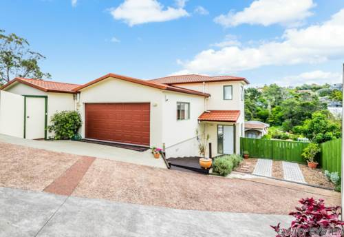 Browns Bay, SPACIOUS AND BRIGHT, Property ID: 19000962 | Barfoot & Thompson