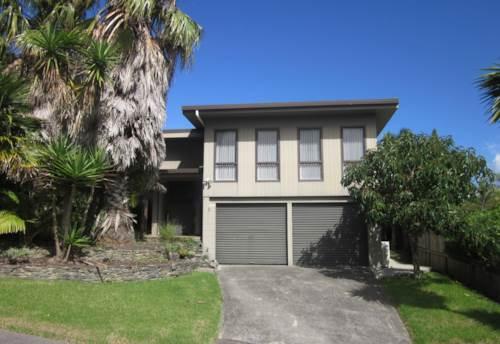Waiake, Wonderful Family Home, Fantastic Location, walk to beach, Property ID: 19001077 | Barfoot & Thompson