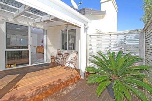 Unsworth Heights, Family Living with Outdoor Entertaining, close to motorway access, Property ID: 19001090 | Barfoot & Thompson
