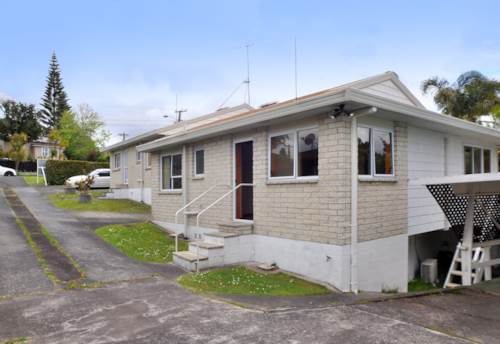 Murrays Bay, Space, location and double garage, Property ID: 19001138 | Barfoot & Thompson
