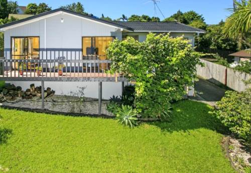 Browns Bay, Sunny family home in Sought after location, Property ID: 19001154 | Barfoot & Thompson