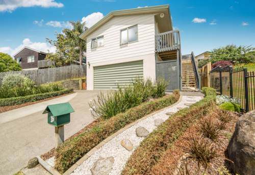 Pukekohe, Glorious on The Glade!, Property ID: 20001983 | Barfoot & Thompson