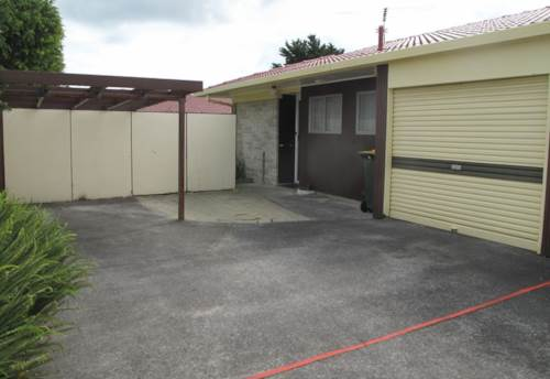 Papakura, 2/461 Great South Road, Property ID: 20002434 | Barfoot & Thompson