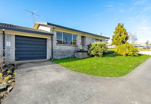 Papakura, Renovated & Ready!, Property ID: 20005601 | Barfoot & Thompson