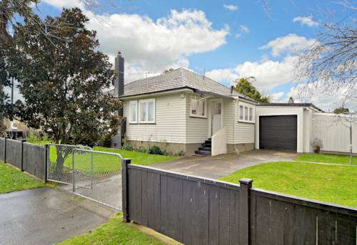 Papakura, Home for the heart, Property ID: 20005623 | Barfoot & Thompson