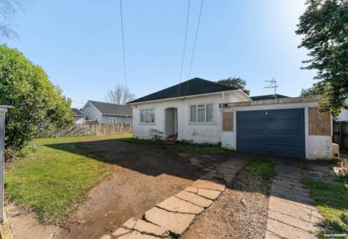 Manurewa, Resting on Russell Road!, Property ID: 20005669 | Barfoot & Thompson