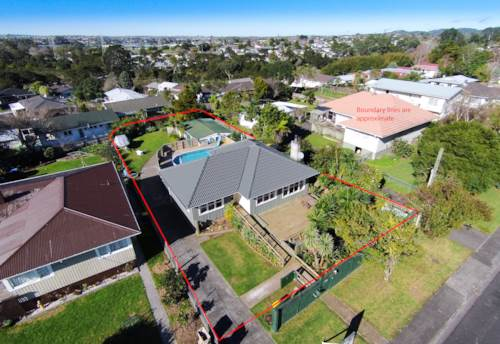 Te Atatu South, RELAX BY THE POOL, Property ID: 21000149 | Barfoot & Thompson