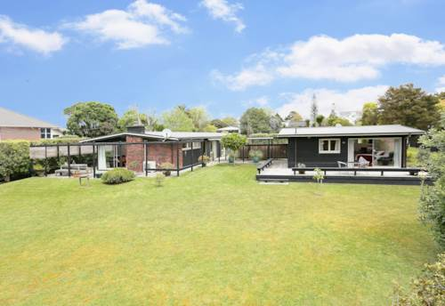 Te Atatu South, YOUR OWN PRIVATE SANCTUARY, Property ID: 21000184 | Barfoot & Thompson