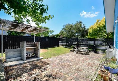 Massey, Supersize Family Home + Great outdoor living , Property ID: 21000324 | Barfoot & Thompson