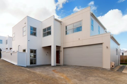 Hauraki, MODERN EXECUTIVE HOME IN TAKAPUNA, Property ID: 22000725 | Barfoot & Thompson