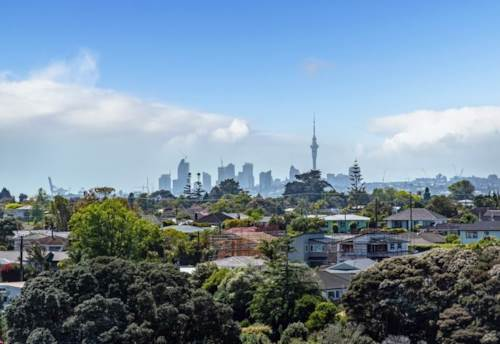 Massey, Freehold + City & Sky Tower Views + Ensuite, Property ID: 809877 | Barfoot & Thompson