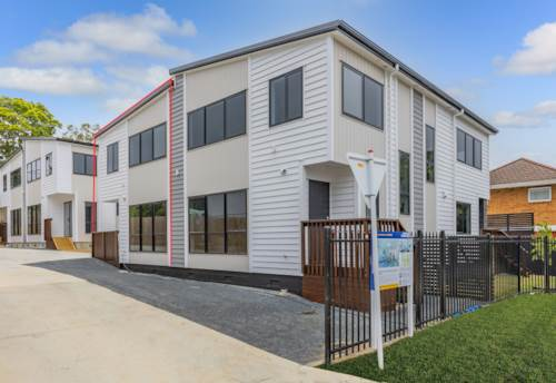 Te Atatu South, Brand New Beauty, Property ID: 42000853 | Barfoot & Thompson