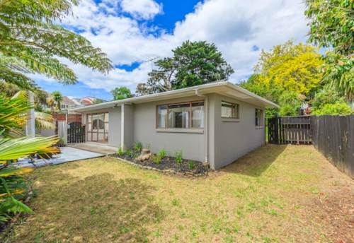 Browns Bay, BROWNS BAY 2 BEDROOM BEAUTY, Property ID: 22000951 | Barfoot & Thompson