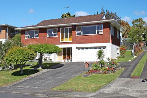 Castor Bay, Neat four bedroom family home in central Castor Bay, Property ID: 22005129 | Barfoot & Thompson
