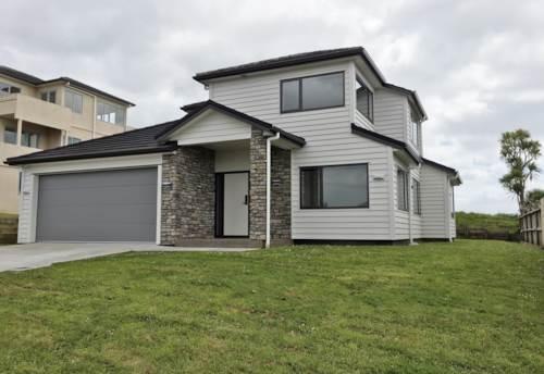 Totara Vale, Four Bedroom Modern Family Home, Property ID: 22005179 | Barfoot & Thompson