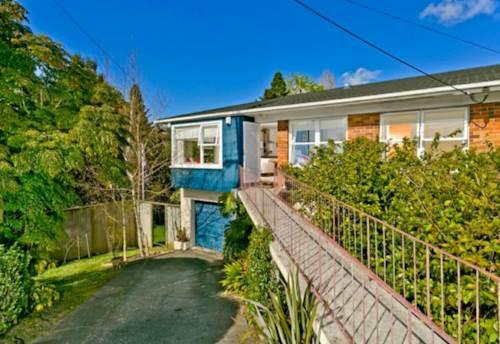 Takapuna, SUNNY ELEVATED 3 BEDROOM TAKAPUNA TOWNHOUSE, Property ID: 22005204 | Barfoot & Thompson