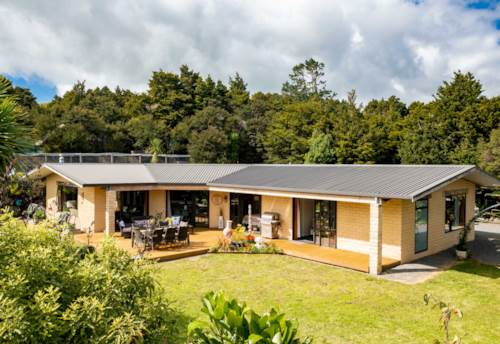 Hikurangi, Stylish Tranquil Rural Living, Property ID: 810182 | Barfoot & Thompson