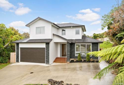 Gulf Harbour, Large light-filled open-plan entertainer, Property ID: 810730 | Barfoot & Thompson