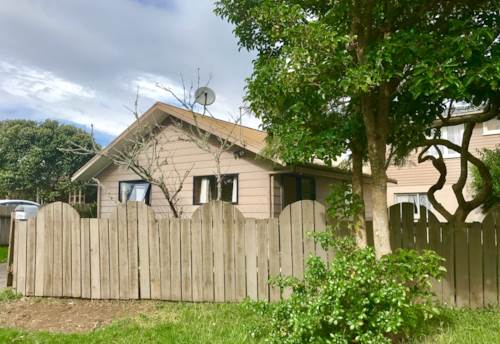 Kelston, 2 Bedroom, 1 bathroom property in Kelston, Property ID: 23001481 | Barfoot & Thompson
