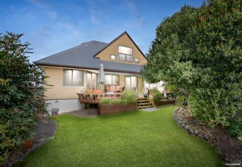 Manly, Affordable, Freehold, Sunny Garden Setting, Property ID: 810034 | Barfoot & Thompson