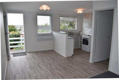 New Lynn, Top Level Unit - New Lynn, Property ID: 23002576 | Barfoot & Thompson