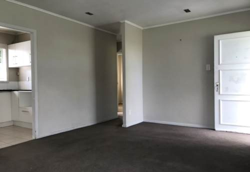 Pakuranga, 2 Bedroom home in a handy location, Property ID: 23003696 | Barfoot & Thompson