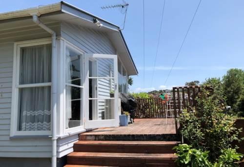 Glenfield, 3 Bedroom 1 Bathroom famliy warm house , Property ID: 23003881 | Barfoot & Thompson