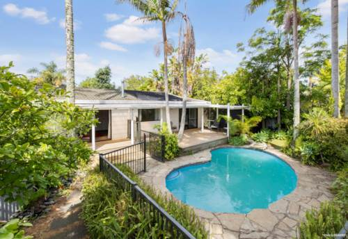 Kerikeri, Family home, BIG shed & pool, close to town, Property ID: 810587 | Barfoot & Thompson