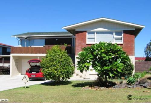 Te Atatu South, Great 5 bedrooms and two bathrooms house , Property ID: 23003981   Barfoot & Thompson