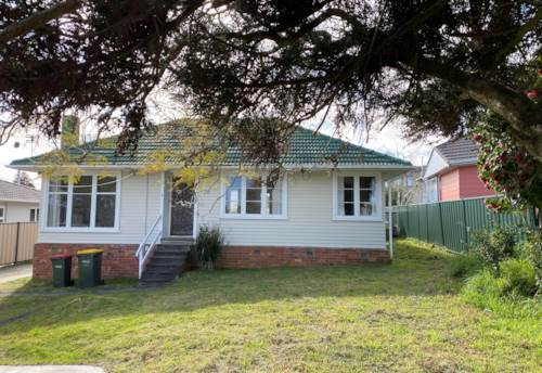 Te Atatu South, Lovely 3 double bedroom house  , Property ID: 23005001   Barfoot & Thompson