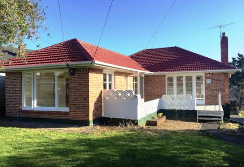 Mt Roskill, SUNNY AND LIGHT 3 BEDROOM HOME, Property ID: 24000919 | Barfoot & Thompson