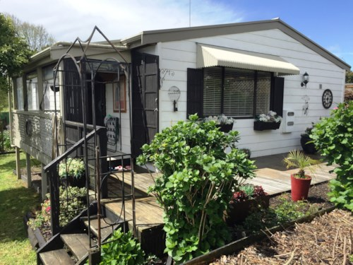 New Lynn, WONDERFUL 2 BEDROOM  NEW LYNN HOME, Property ID: 24000946 | Barfoot & Thompson
