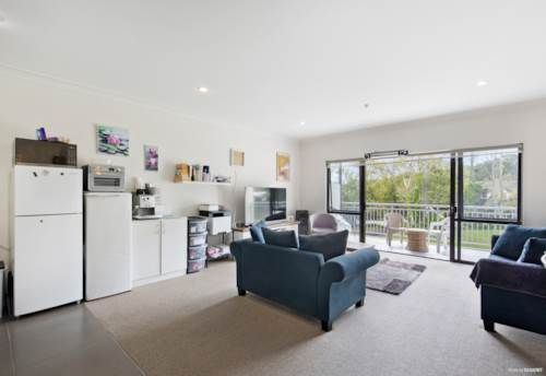 Flat Bush, Affordable Easy Living with Views, Property ID: 810707 | Barfoot & Thompson