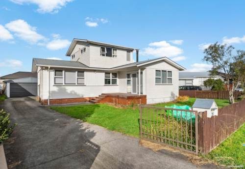 Papakura, FULL OF POTENTIAL - GOING, GOING, WON'T LAST LONG, Property ID: 810660 | Barfoot & Thompson