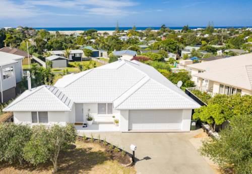 Mangawhai Heads, Coastal Cool, Property ID: 810438 | Barfoot & Thompson