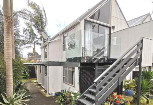 Mt Albert, A newly renovated 3 bedroom townhouse, Property ID: 24002262 | Barfoot & Thompson