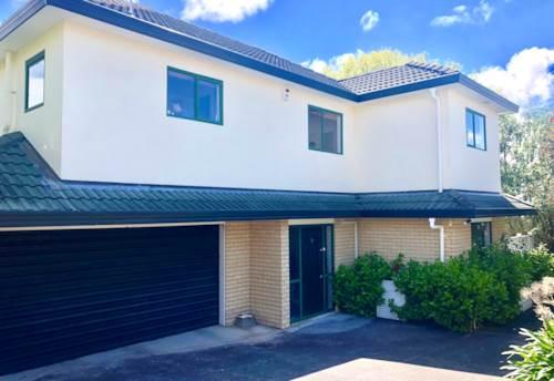 New Windsor, Modern 2 level Family Home, Designer Kitchen, Location off Blockhouse Bay Rd, near Mt Albert., Property ID: 24002279 | Barfoot & Thompson