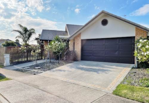 Papamoa, Stunner in Papamoa, Property ID: 98000011 | Barfoot & Thompson