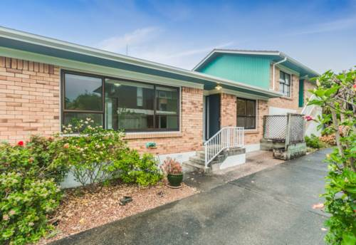 Takapuna, Tidy unit- great location , Property ID: 15002368 | Barfoot & Thompson