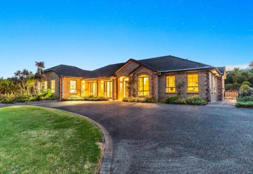 Henderson Heights, Family Paradise in an exclusive street, Property ID: 24002316 | Barfoot & Thompson